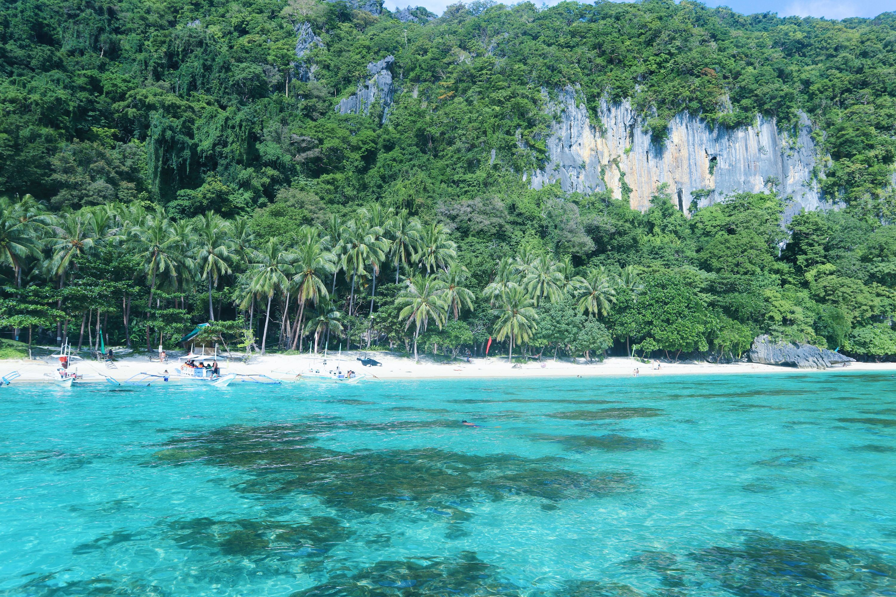 yeap, this is heaven, such an amazing beach, the color of the water is unbelievable. Get real pearls here!